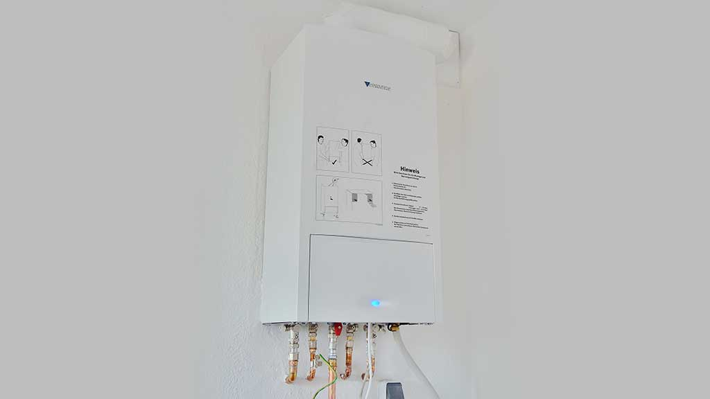 What s the Difference Between Gas and Electric Tankless Water Heaters