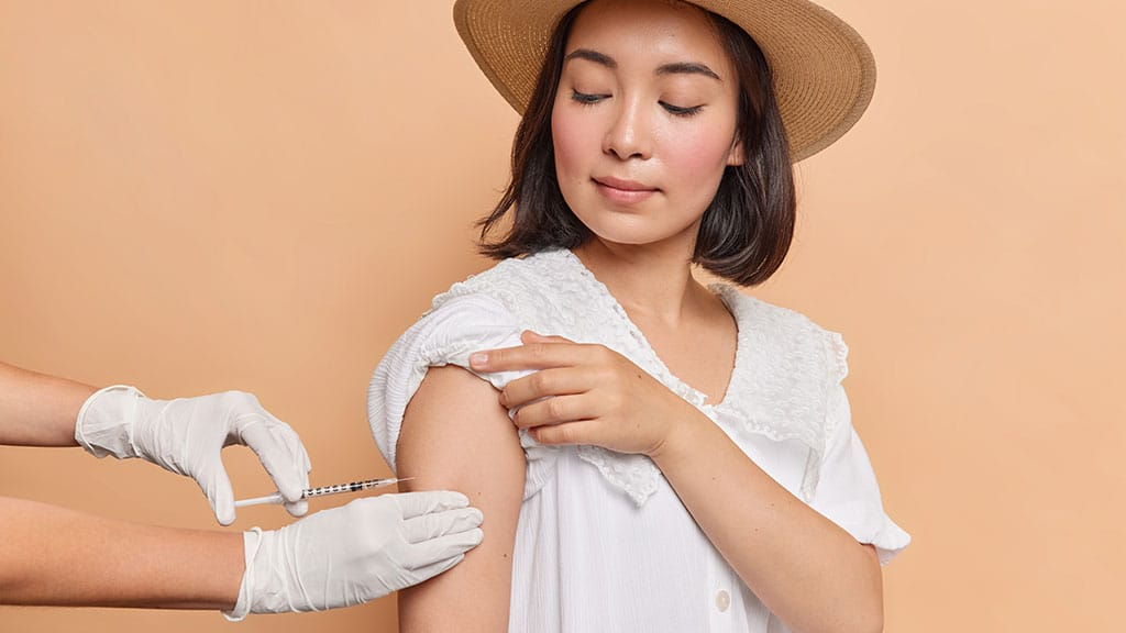 What are the risks of requiring COVID-19 vaccinations in HOAs